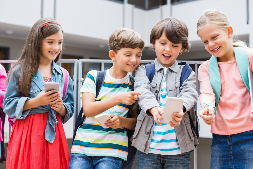 7 Reasons Children Should Start with a Prepaid Mobile Phone